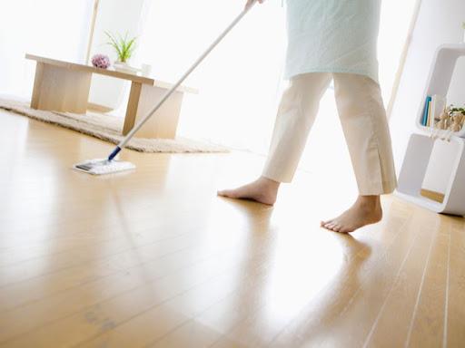 como limpiar el parquet de madera