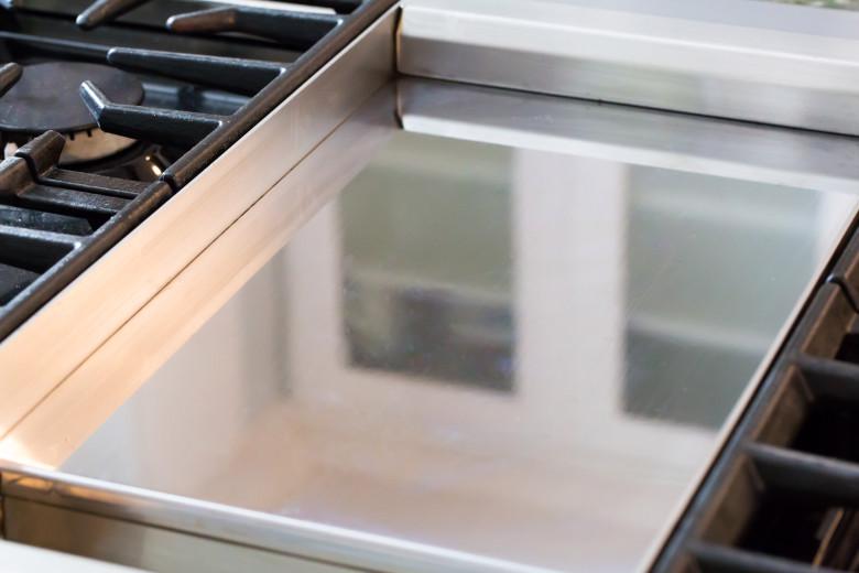 como limpiar plancha de cocina quemada