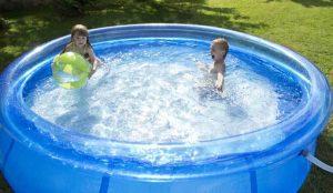 como limpiar una piscina de plastico