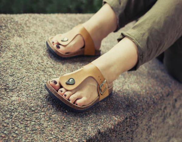 como limpiar sandalias de cuero