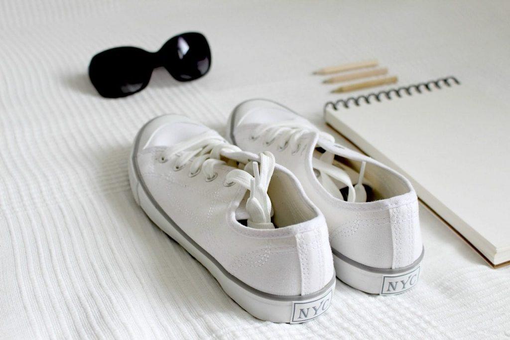 como limpiar los zapatos blancos