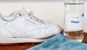 como limpiar zapatos blancos