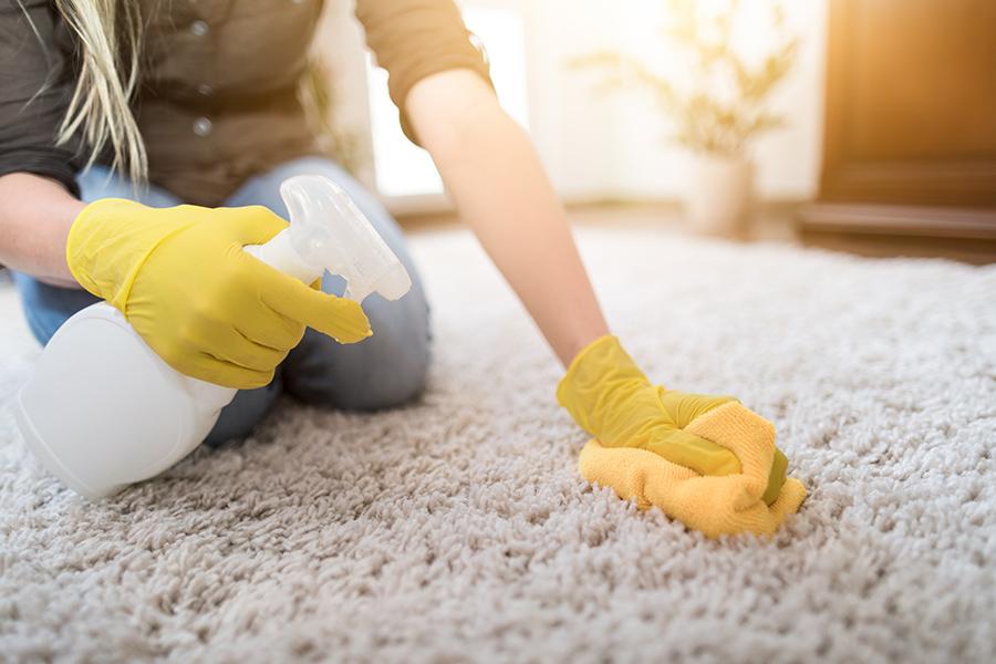 como limpiar la alfombra con remedios naturales.